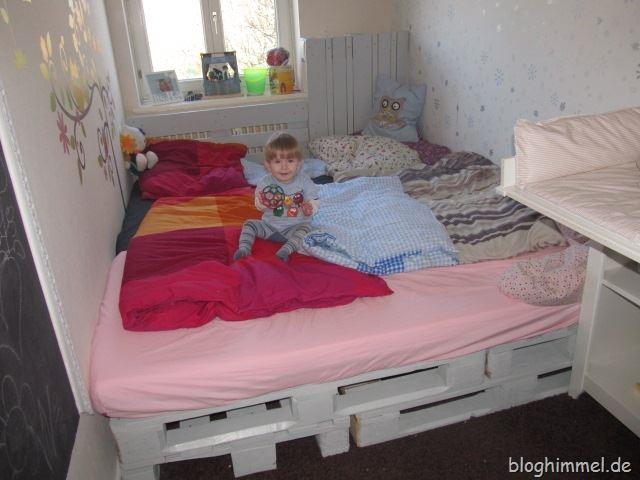 ein neues bett. Black Bedroom Furniture Sets. Home Design Ideas